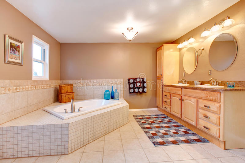 Download Large Beige And White Bathroom Stock Image - Image: 37587679