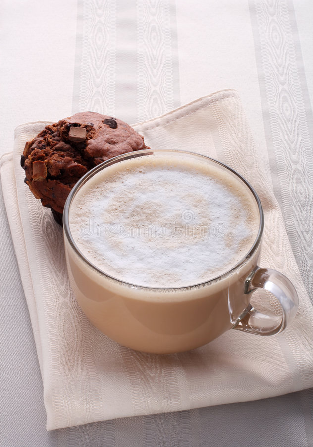 Free Large Cup Of Fresh Coffee Latte Cappucino And Cake Royalty Free Stock Photo - 4646455