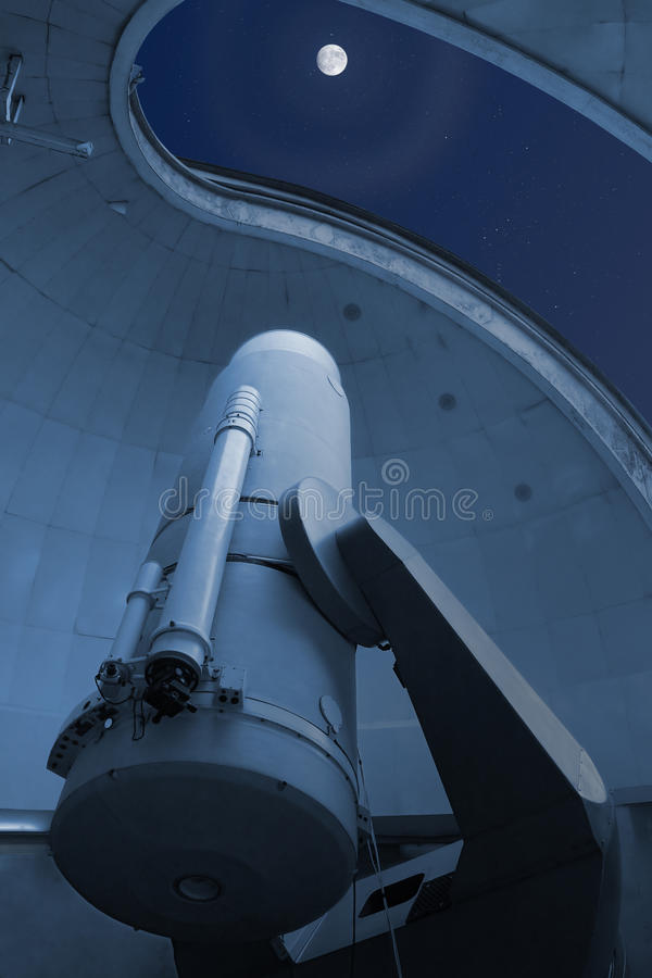 Download Large Optical Telescope Pointing At The Moon Stock Image - Image: 20314939