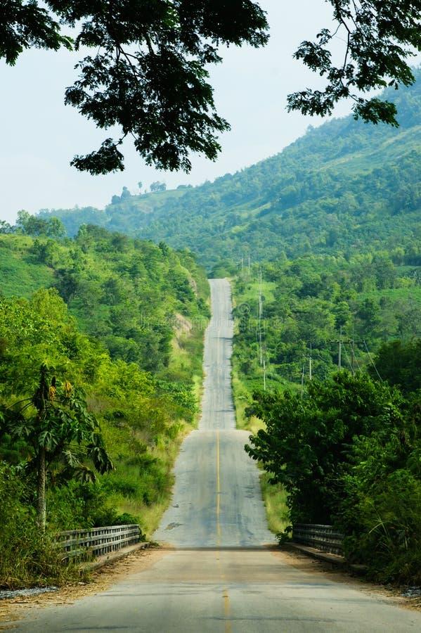 Largo camino encima del Mountain View de la colina imágenes de archivo libres de regalías