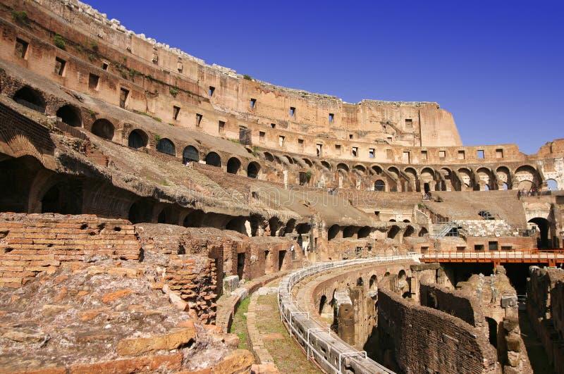 Largo interno de Roma Colosseum foto de stock royalty free