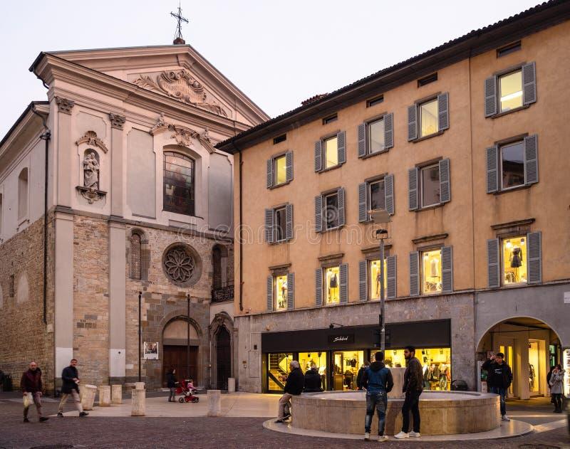 Largo Nicolo Rezzara dichtbij kerksan Leonardo stock foto's