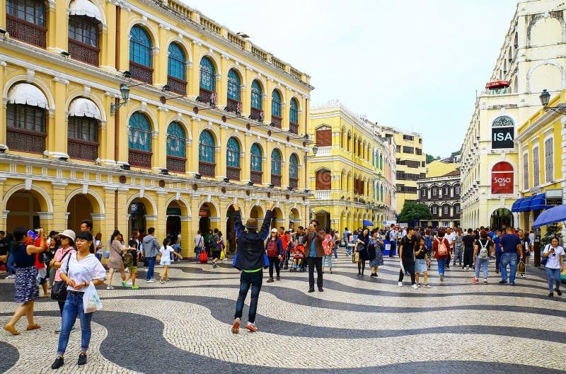 Largo robi senado senado kwadratowi przy Macau z turystami