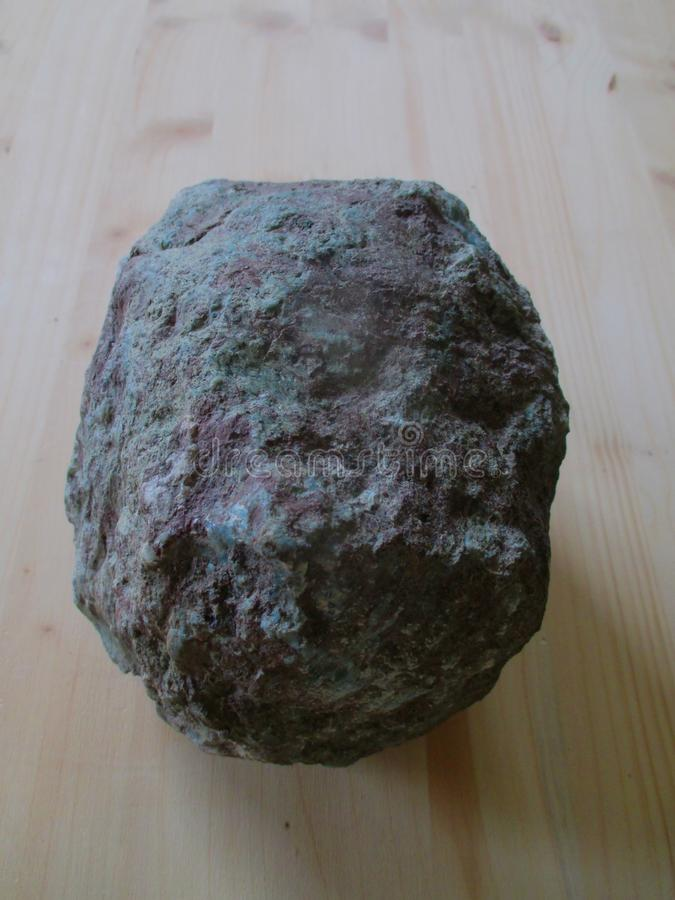 Larimar uncut kawałek skała zdjęcie royalty free