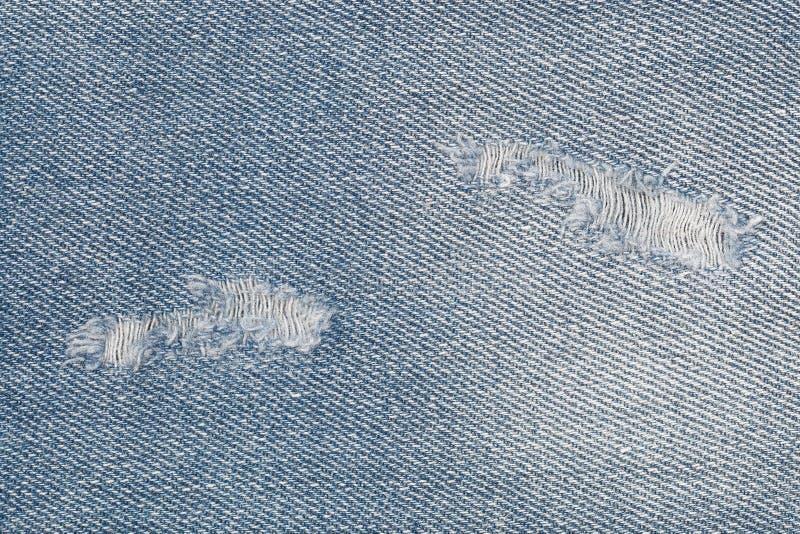 larme sur des blues-jean pour le modèle et le fond photos stock