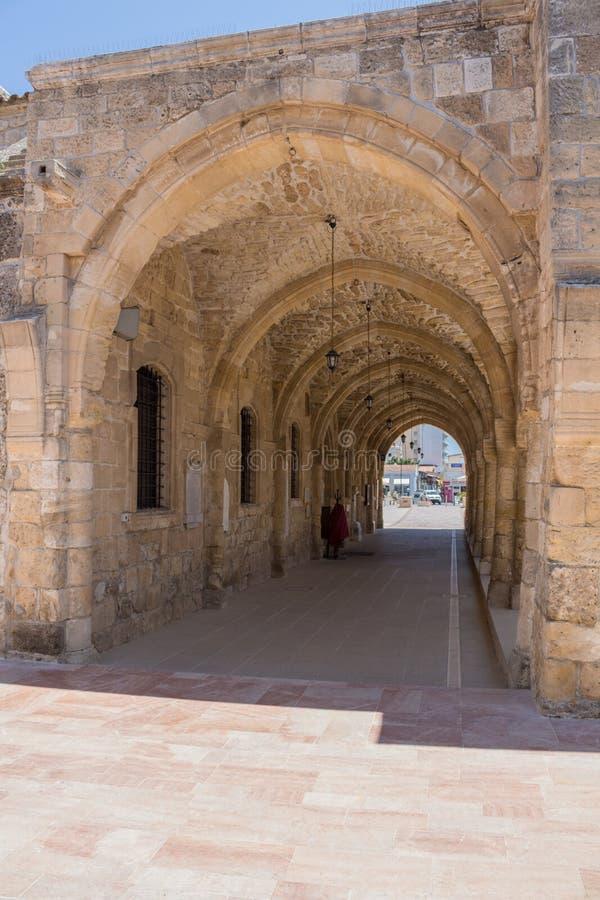 """Larnaca, Cyprus †""""26 Juni, 2015: Overwelfde galerij van de Kerk van Sain royalty-vrije stock foto"""
