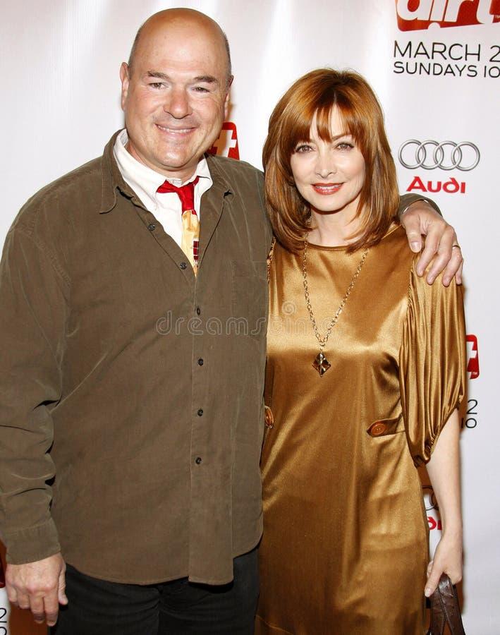 Larry Miller en Sharon Lawrence stock foto