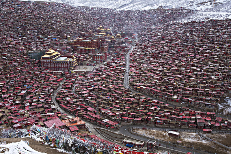 Larung Gar Buddhist Academy, Sichuan, Kina royaltyfri foto