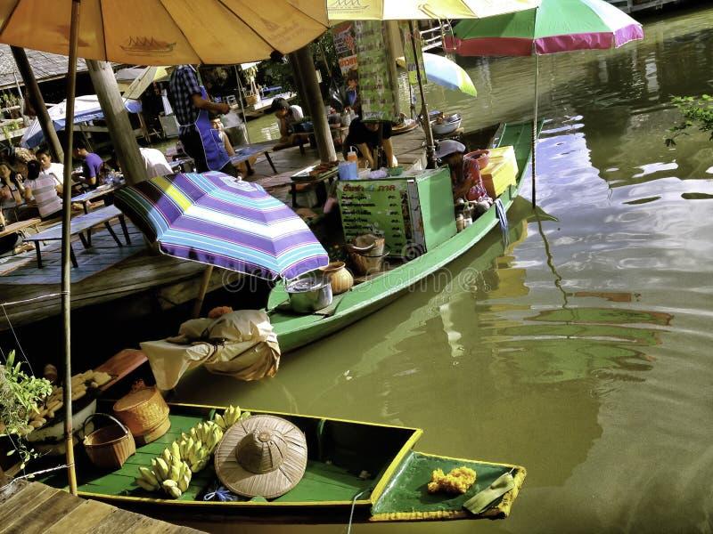 Las 4 regiones del Pattaya que flotan el mercado foto de archivo