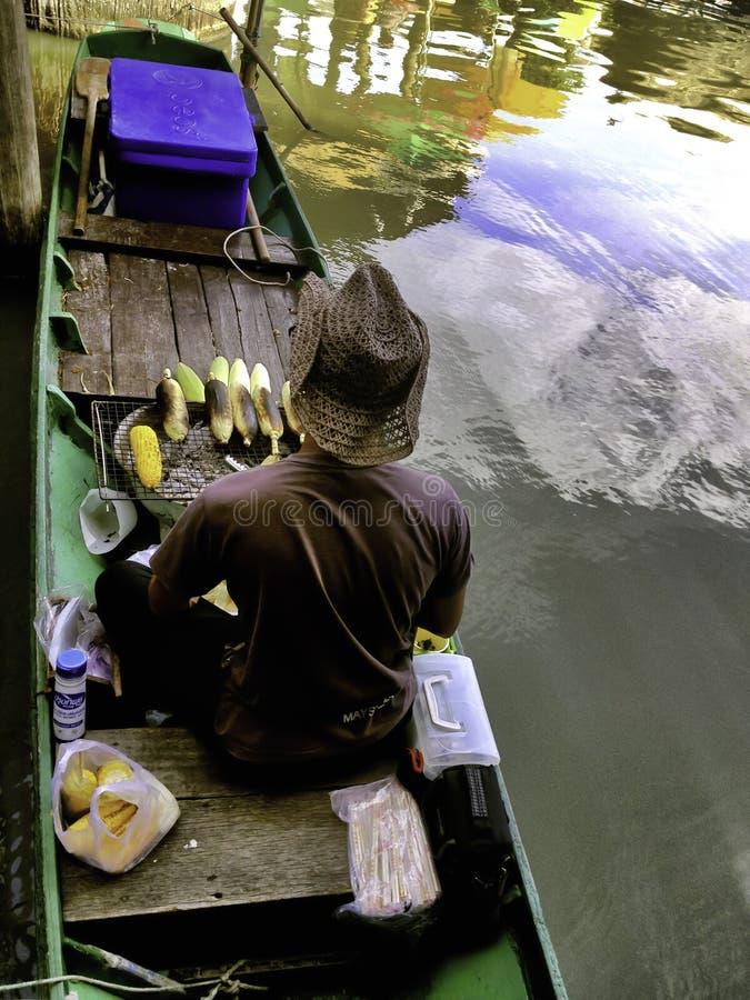 Las 4 regiones del Pattaya que flotan el mercado imagenes de archivo