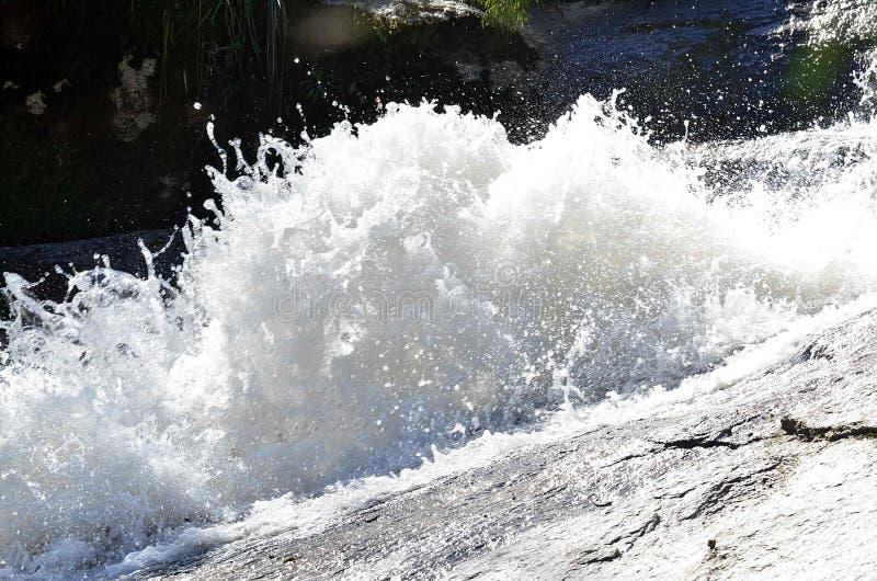 Las aguas de la cascada imágenes de archivo libres de regalías