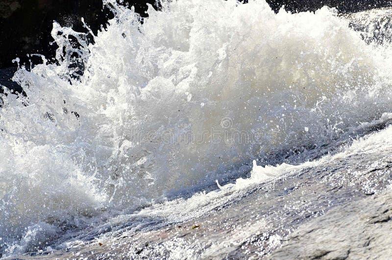 Las aguas de la cascada imagen de archivo libre de regalías