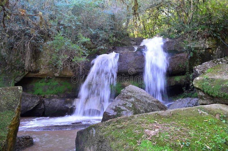 Las aguas de la cascada foto de archivo