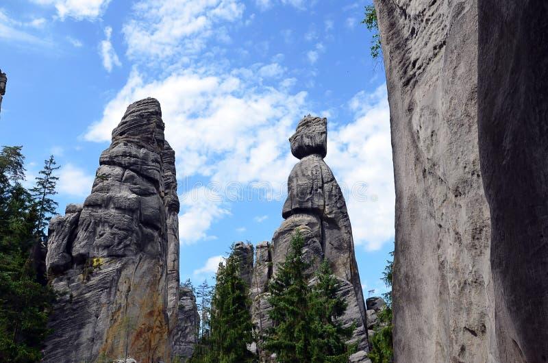 Las altas rocas altas parecen ser humano en fotografía del ejemplo del parque nacional imagen de archivo libre de regalías