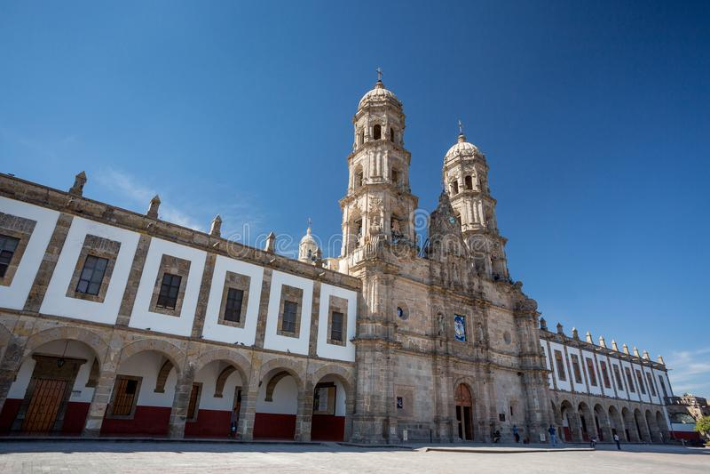 Las Amériques de la plaza De et église, las Amériques de Zapopan, de Guadalajara, de MexicoPlaza De et église, Zapopan, Guadalaja photos stock