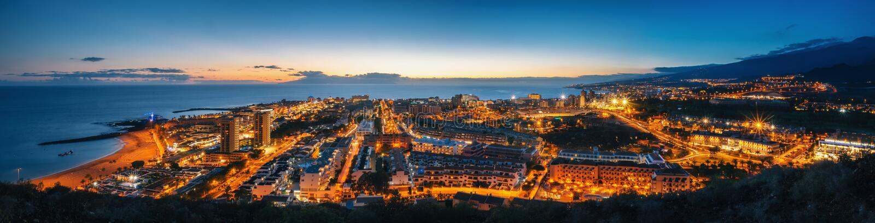 Las Americhe alla notte, Tenerife immagini stock libere da diritti