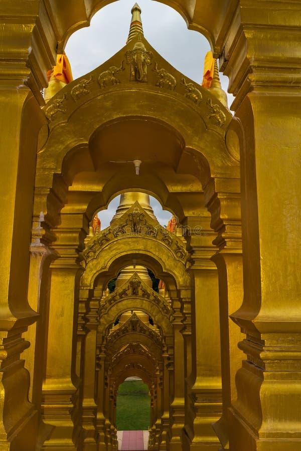 Las arcadas de la pagoda del oro fotografía de archivo libre de regalías