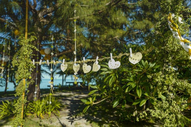 Las bendiciones de los amigos, gente se est?n preparando para la boda en la isla de Mataking foto de archivo
