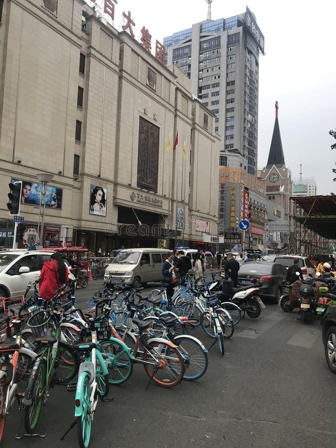 Las bicis parquearon China fotos de archivo