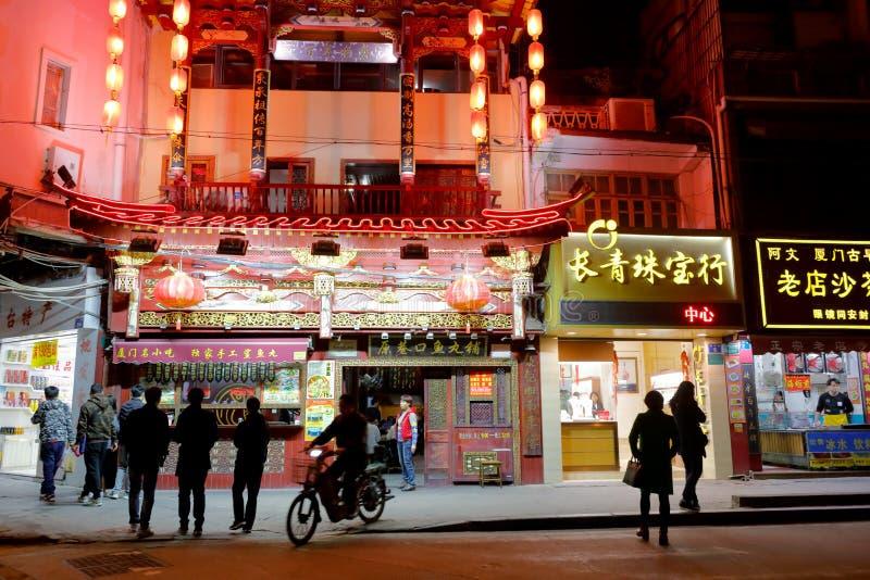 Las bolas de pescados de Yuanxiangkou hacen compras por el camino del zhongshanlu, imagen del srgb imagen de archivo libre de regalías