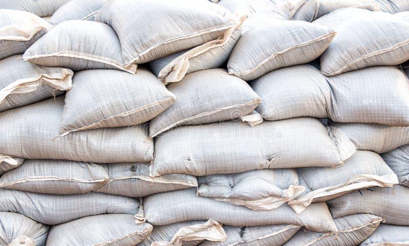Las bolsas de arena para la defensa o los militares de la inundación utilizan fotografía de archivo libre de regalías