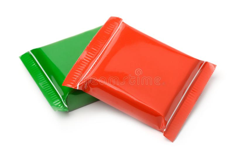 Las bolsas de plástico de la comida roja y verde fotos de archivo