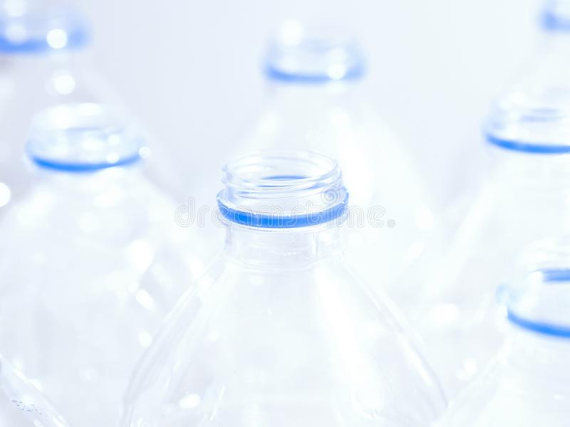 Las botellas plásticas del agua se cierran para arriba imagen de archivo libre de regalías