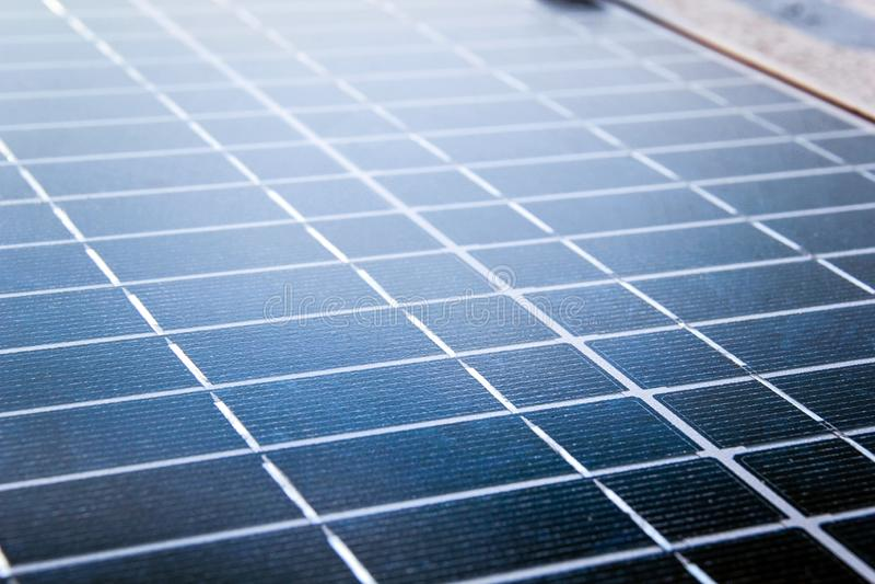 Las células del colector del panel solar se cierran para arriba imagenes de archivo