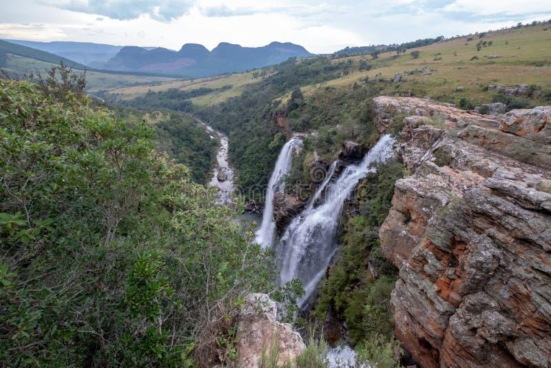 Las ca?das de Lisboa: cascadas dobles en el barranco del r?o de Blyde, ruta del panorama cerca de Graskop, Mpumalanga, Sur?frica foto de archivo libre de regalías