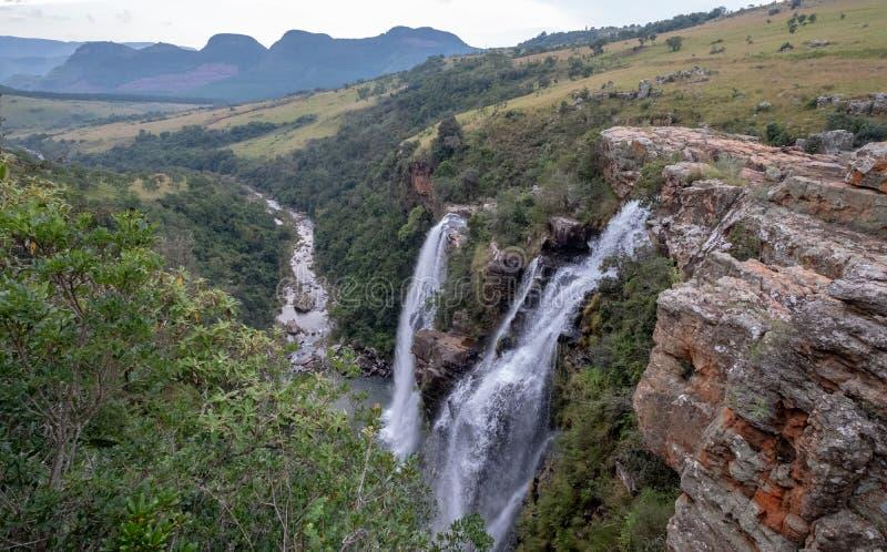Las ca?das de Lisboa: cascadas dobles en el barranco del r?o de Blyde, ruta del panorama cerca de Graskop, Mpumalanga, Sur?frica foto de archivo