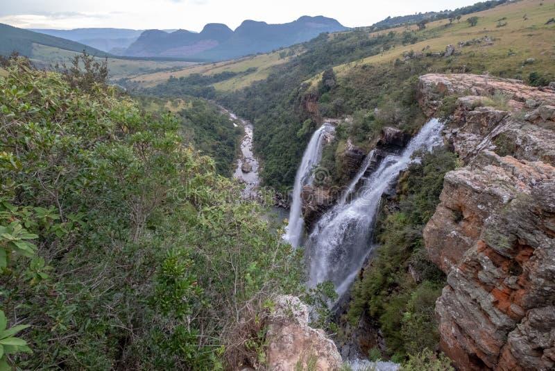 Las ca?das de Lisboa: cascadas dobles en el barranco del r?o de Blyde, ruta del panorama cerca de Graskop, Mpumalanga, Sur?frica imagen de archivo libre de regalías