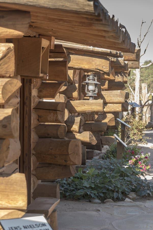 Las cabinas restauradas exteriores fanfarronean al fuerte Utah imagen de archivo