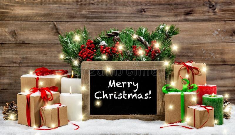 Las cajas de regalo ardientes de las velas de la decoración del vintage de la Navidad se encienden imágenes de archivo libres de regalías