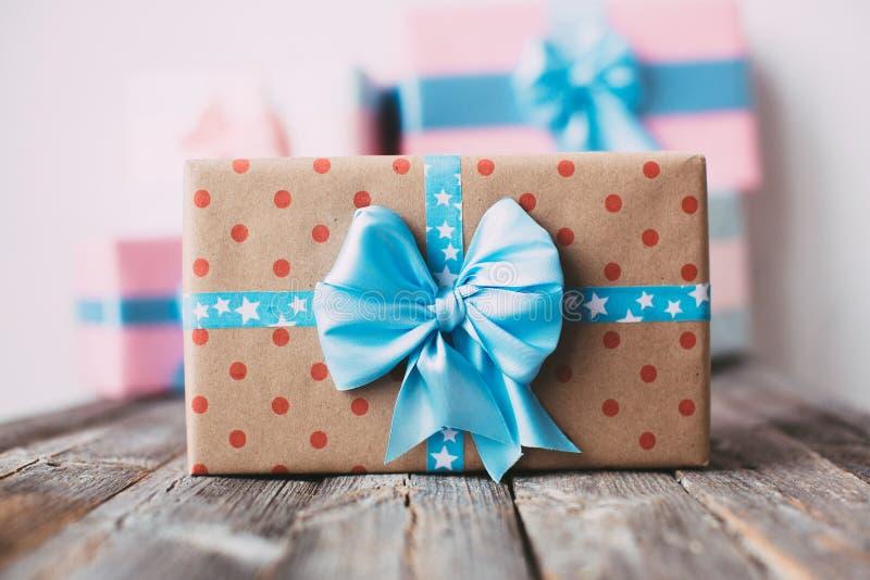 Las cajas de regalo son hechas a mano imagen de archivo libre de regalías