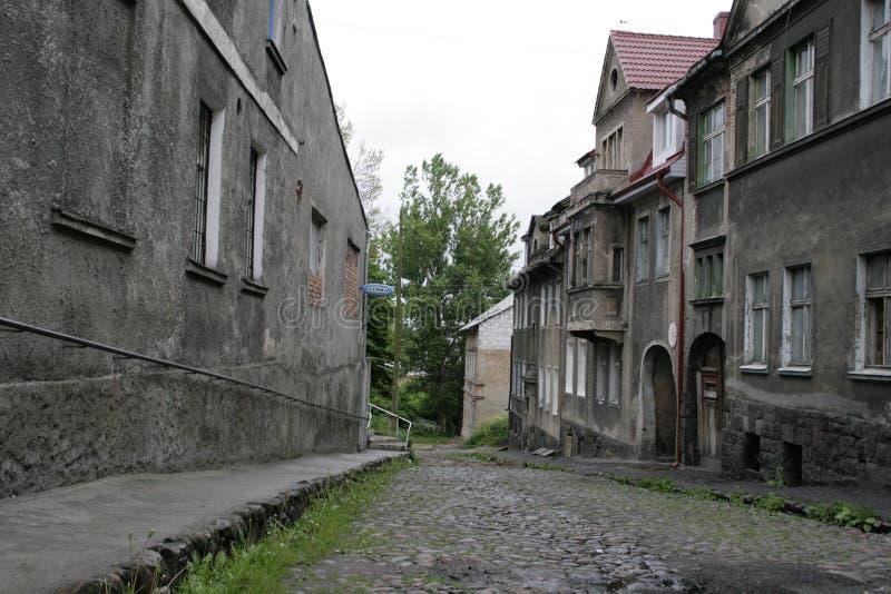 Las calles de la ciudad abandonada de Zheleznodorozhny, región de Kaliningrado, una muestra de la ciudad restablecida, fotos de archivo libres de regalías