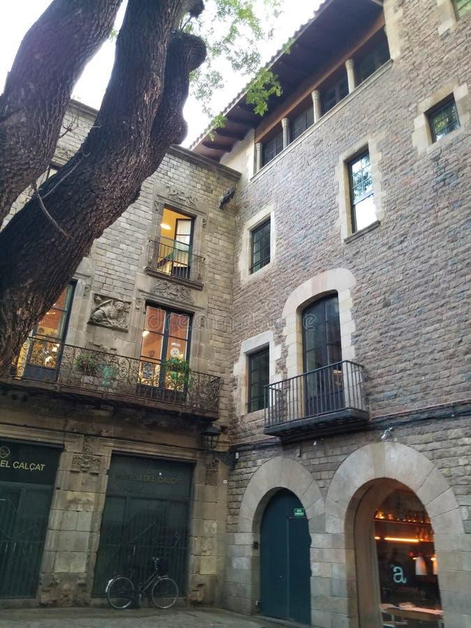 Las calles de los cuartos góticos Barcelona imagenes de archivo