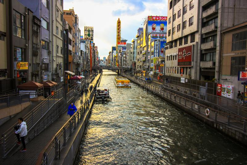 Las calles traseras riegan las maneras, barcos de torneado del transporte de río de la rueda dos, viajando fotos de archivo