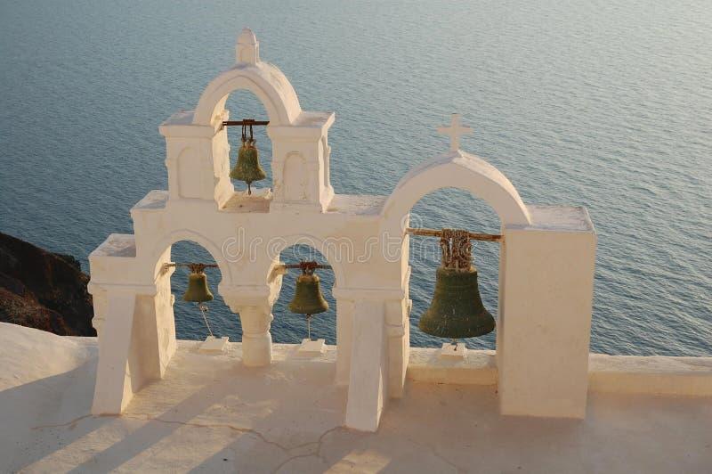 Las campanas en la isla de Santorini foto de archivo