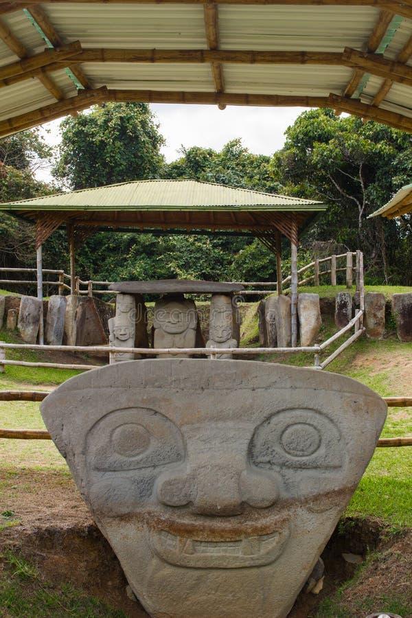 Las caras en San Agustin Archeological parquean, Huilla, Colombia imágenes de archivo libres de regalías