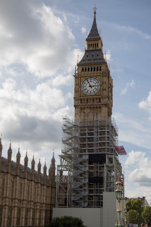 Las casas británicas del parlamento que experimentan la renovación imagenes de archivo
