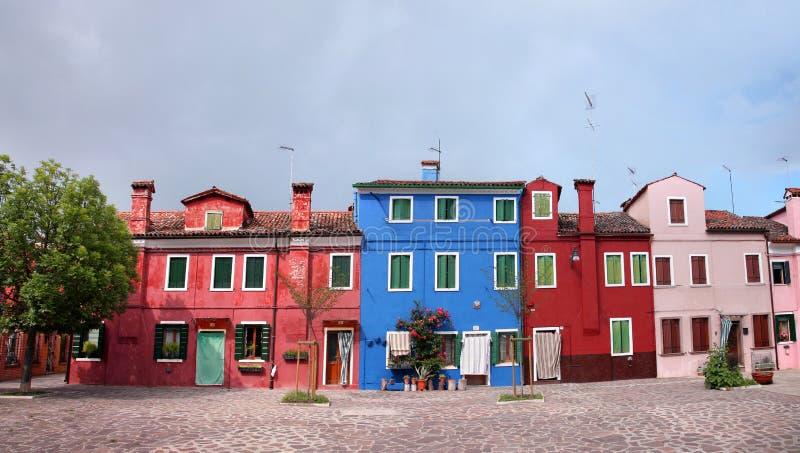 Las casas coloridas en la isla de Burano, pueden 08, 2010 en Burano, Venecia, Italia foto de archivo