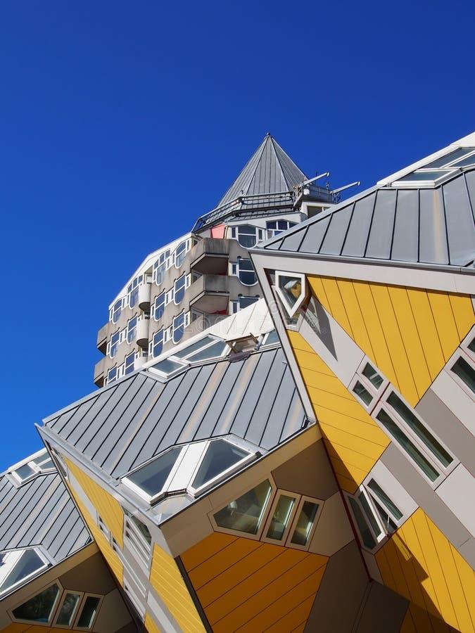 Las casas de cubo amarillos en Rotterdam. Países Bajos imagen de archivo libre de regalías