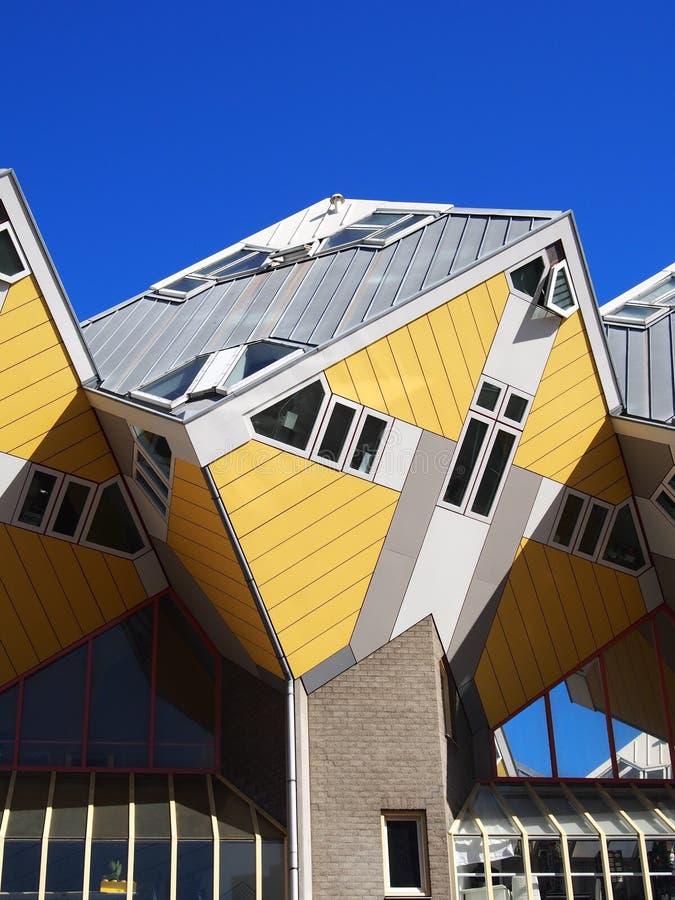 Las casas de cubo amarillos en Rotterdam Países Bajos foto de archivo libre de regalías