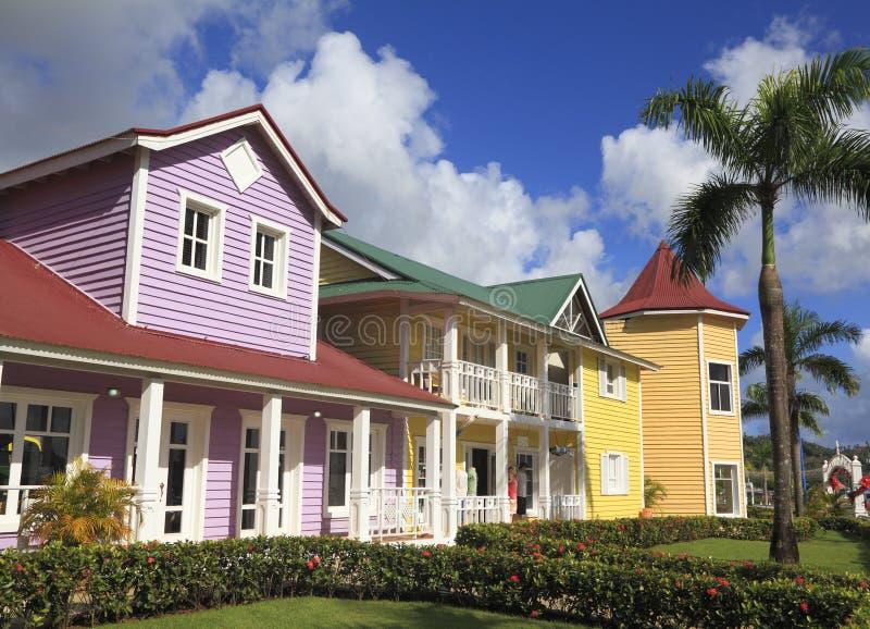 Las casas de madera pintadas en samana imagen de archivo - Casas de madera pintadas ...