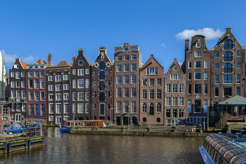 Las casas del baile en el Damrak, Amsterdam imágenes de archivo libres de regalías
