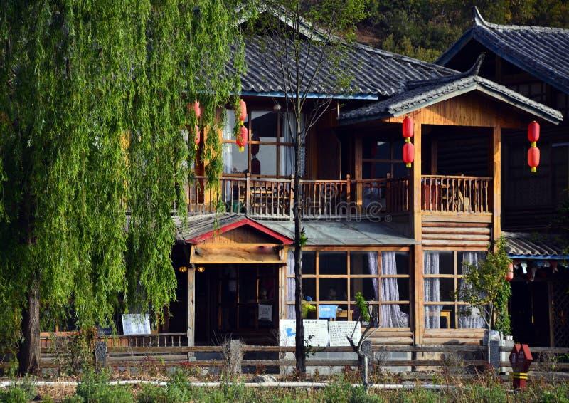 Las casas del lago Lugu fotografía de archivo libre de regalías