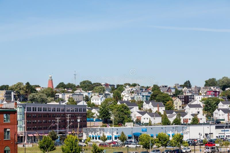 Las casas suben la colina en Portland Maine imagen de archivo libre de regalías