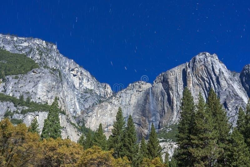 Las cataratas de Yosemite - imagen de la noche fotos de archivo libres de regalías