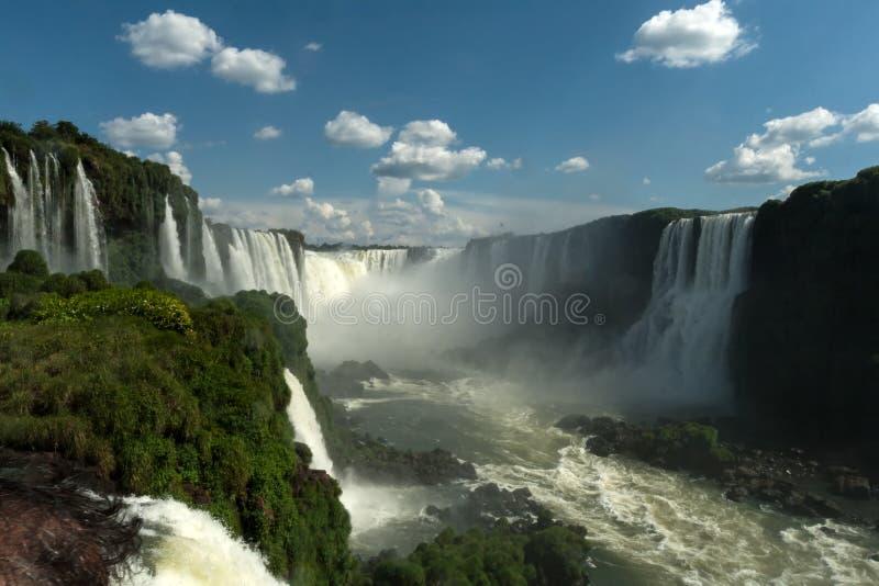 Las cataratas del Iguazú - la garganta del diablo fotografía de archivo