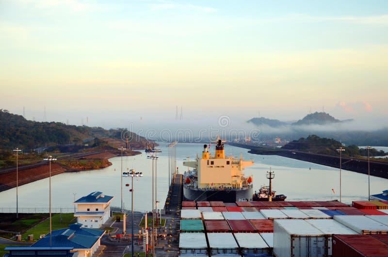 Las cerraduras de Cocoli ajardinan, Canal de Panam? imagen de archivo libre de regalías